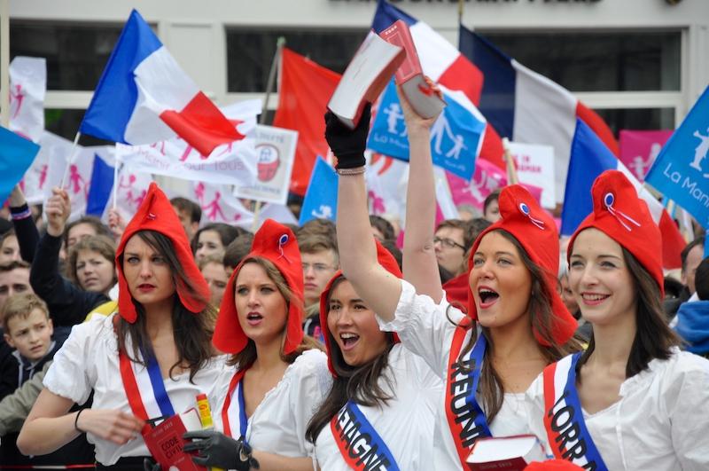Francia, un popolo si è alzato in piedi. Una nuova generazione di cattolici.
