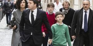 Il presidente del Consiglio Matteo Renzi è uscito dall'albergo, in centro a Roma, insieme alla moglie Agnese e ai tre figli: Francesco, Emanuele ed Ester per recarsi al Quirinale. Roma 22 febbraio 2014 ANSA/ANGELO CARCONI